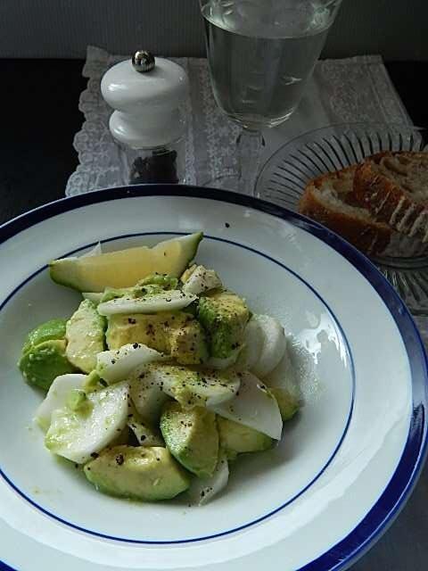 サラダかぶとアボカドのシンプルサラダ
