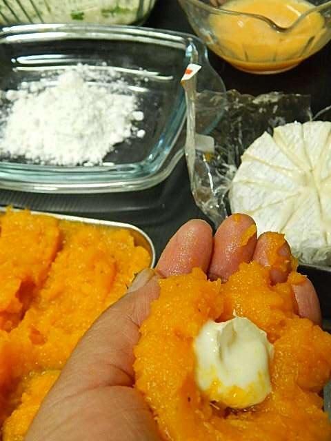 カマンベールチーズを包む