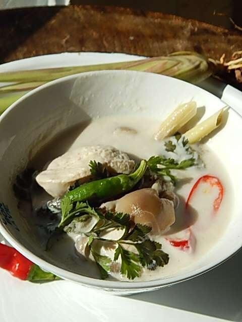 ココナッツサワースープ