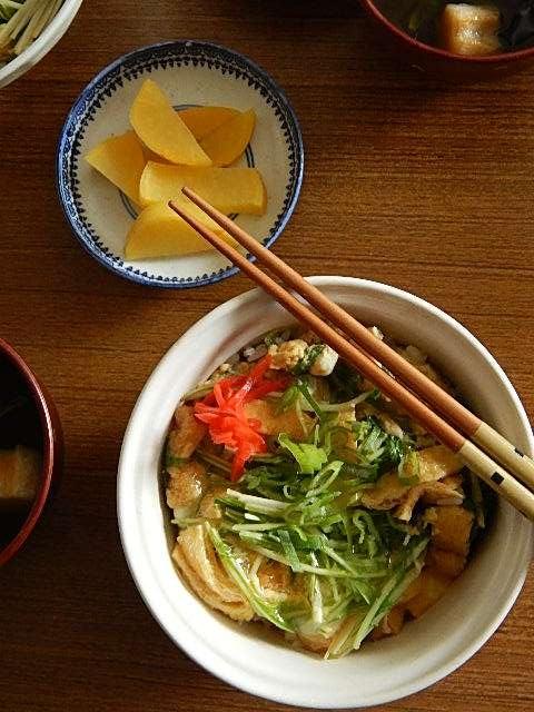 水菜と油揚げの卵とじ丼