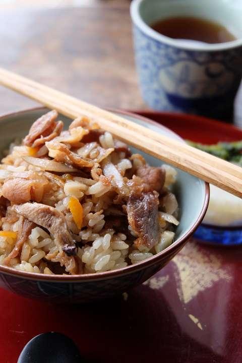 人気の炊き込みご飯~肉めし