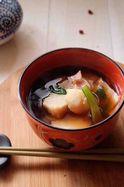 ベーコンと里芋の味噌汁