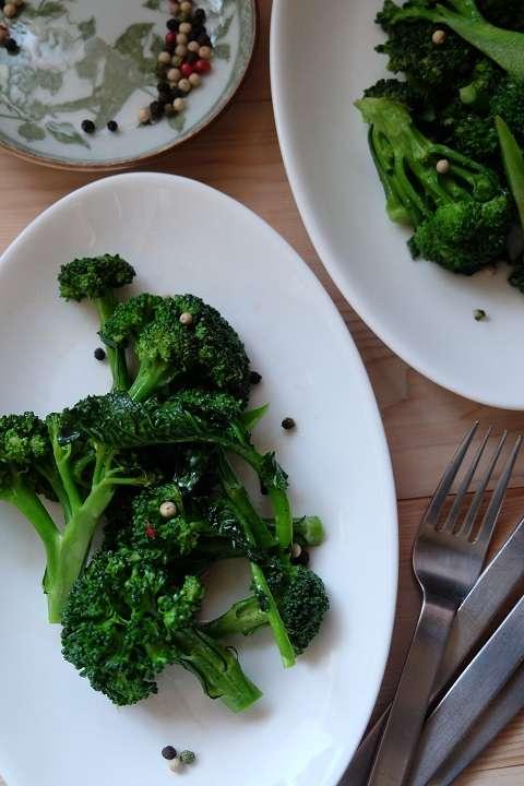 ブロッコリーとアンチョビのシンプルサラダ