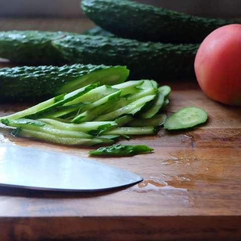 野菜を適当に切る