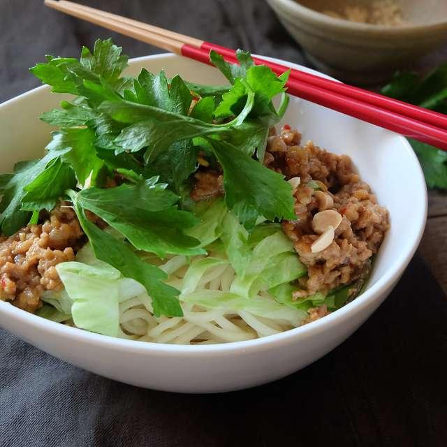 ニンニク肉みそ和え麺の写真
