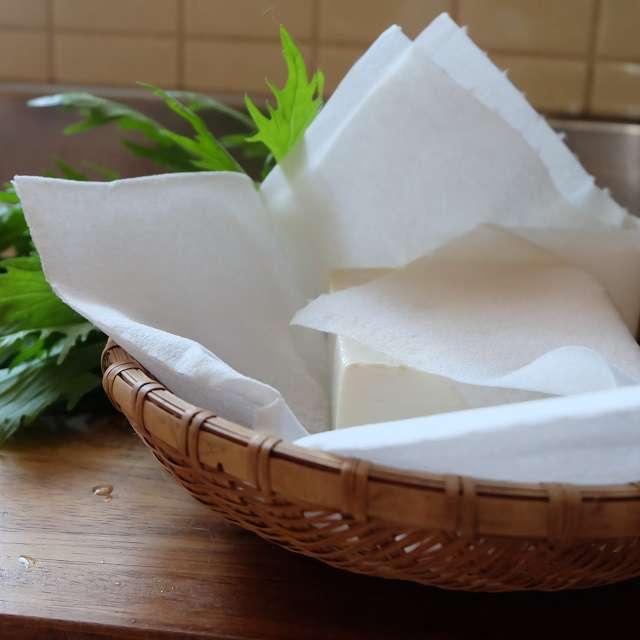 豆腐を水切りしているところ