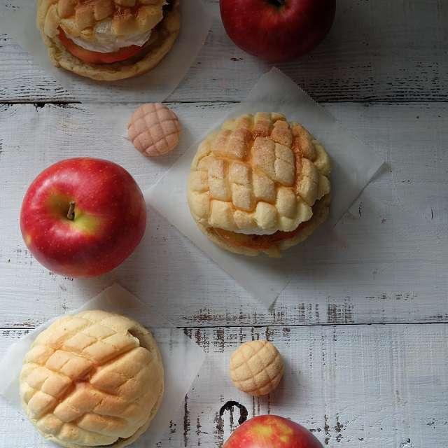 リンゴとバナナのメロンパンサンド