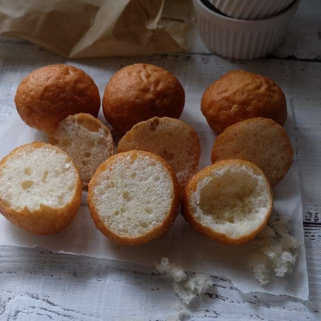 パンの中身を取り出して穴を作る