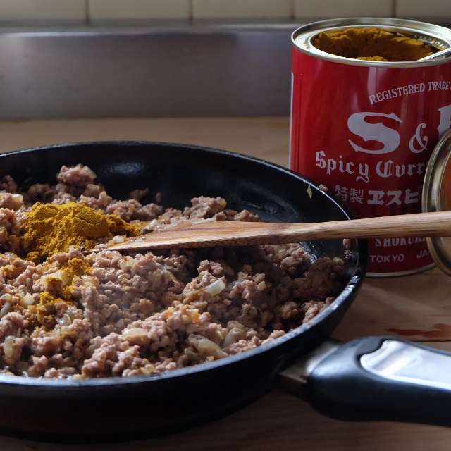 ひき肉を加え、よく炒める