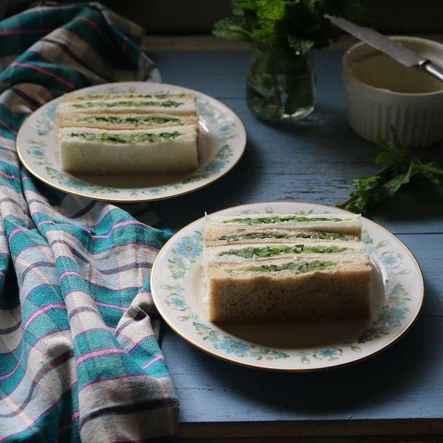 キュウリとミントのサンドイッチ