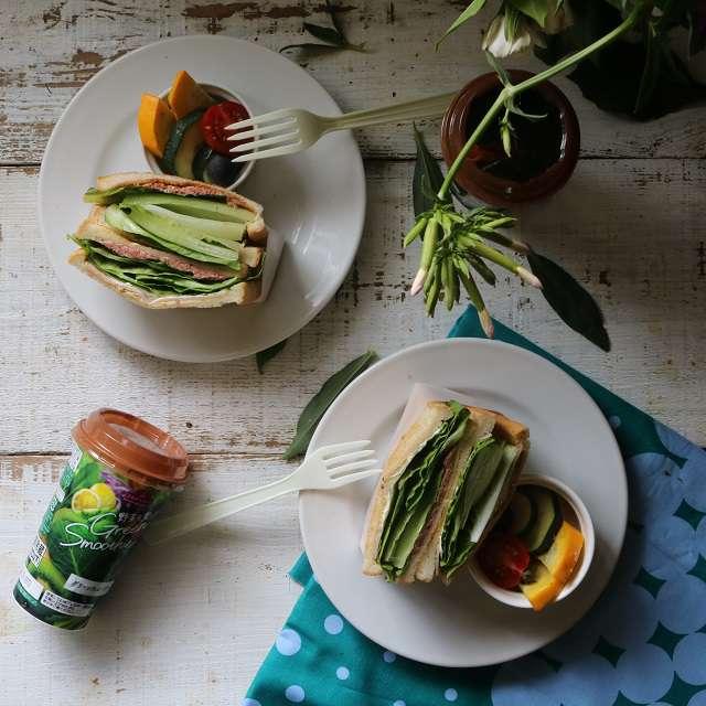 ロメインレタスとコンビーフのサンドイッチ