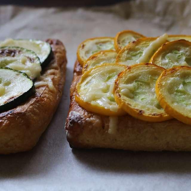 残したチーズを上にのせ、チーズがとろけるまでトーストする