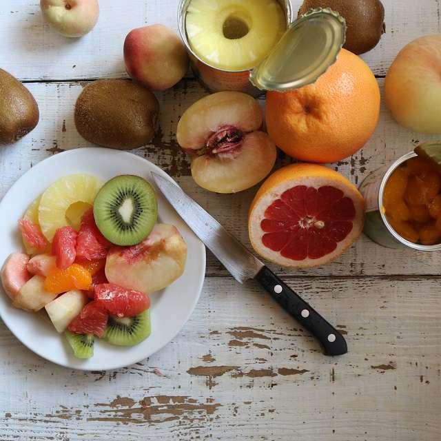 果物を食べやすい大きさに切る