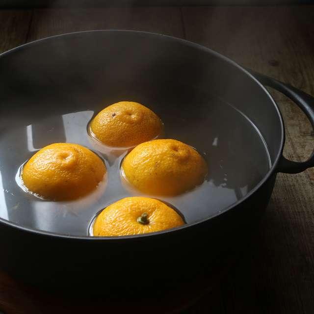 柚子を湯通しする