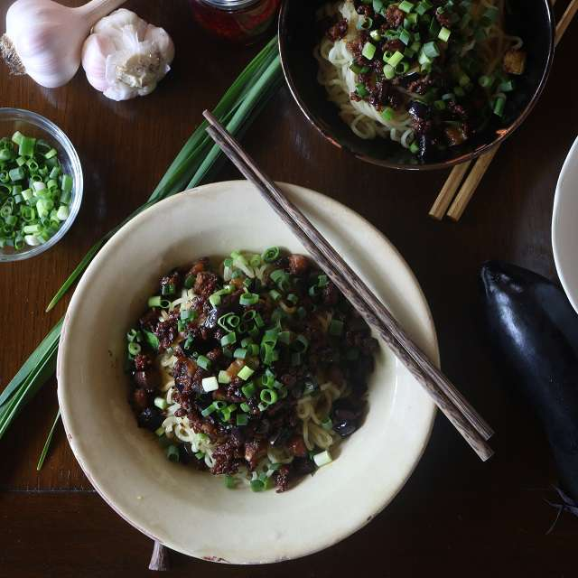 なすと豚ひき肉の中華風和え麺