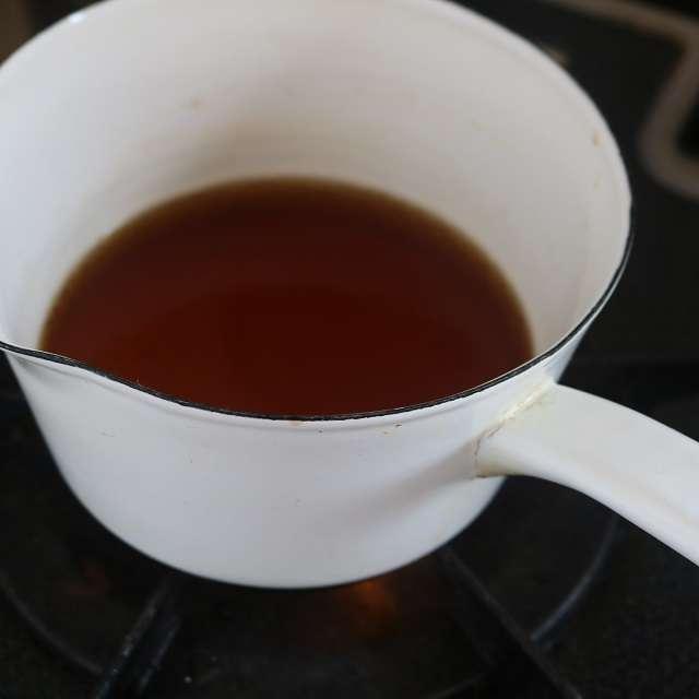 3倍濃縮ダシに水150mlを加えてつゆを作り沸かす