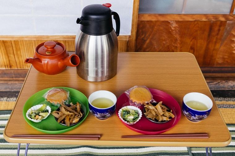 縁側カフェのお茶うけ(マドレーヌ、きんぴらごぼう、チンゲン菜のいためもの)