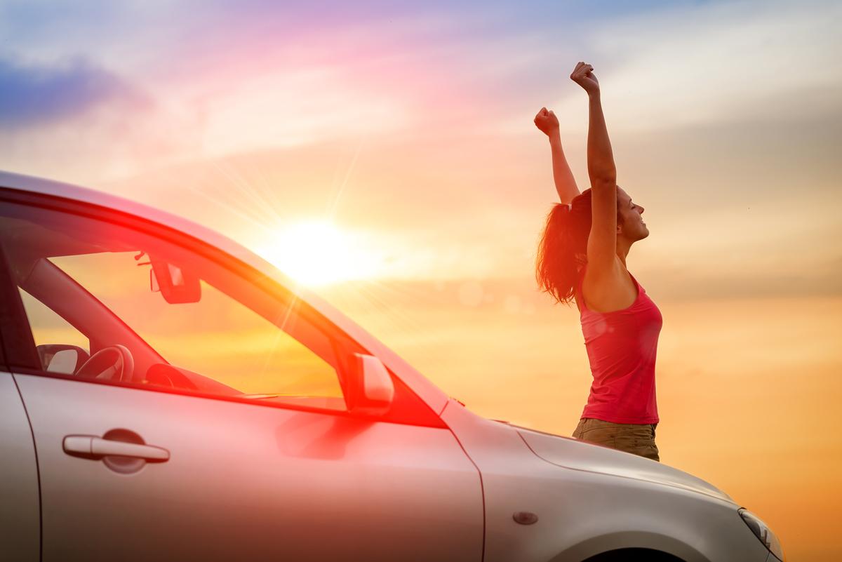 足のむくみ改善ストレッチ!長距離ドライブの小休止におすすめ