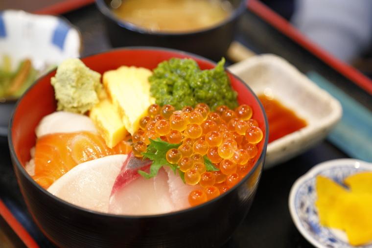 カネト水産の海鮮丼