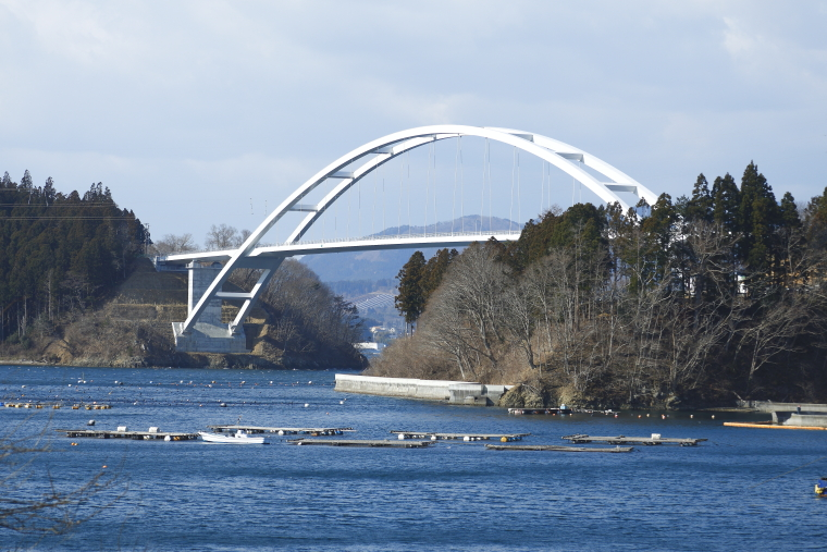 気仙沼本土と「緑の真珠」と呼ばれる気仙沼大島を結ぶ気仙沼大島大橋