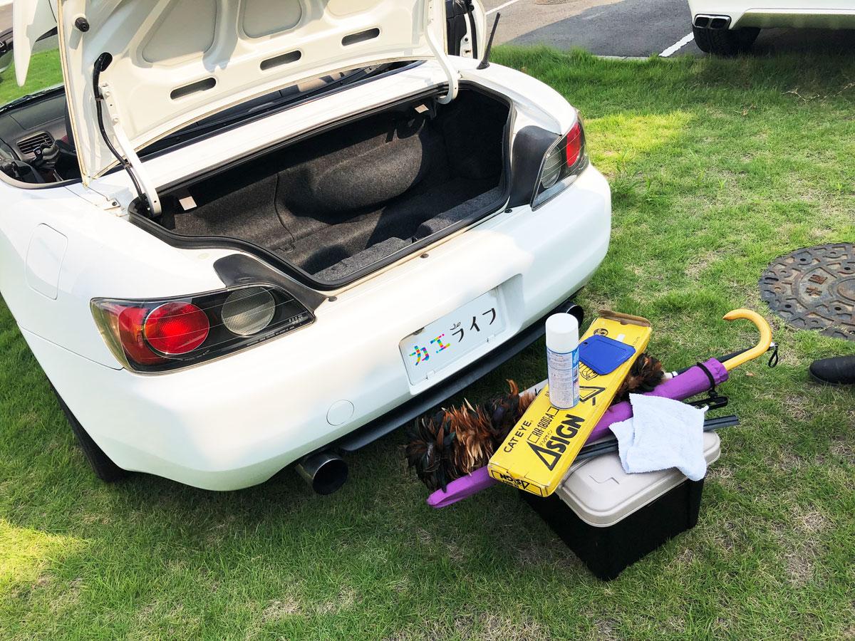 Honda「S2000」のトランクと入っていた荷物。狭いけれどそれなりの量が入ります。