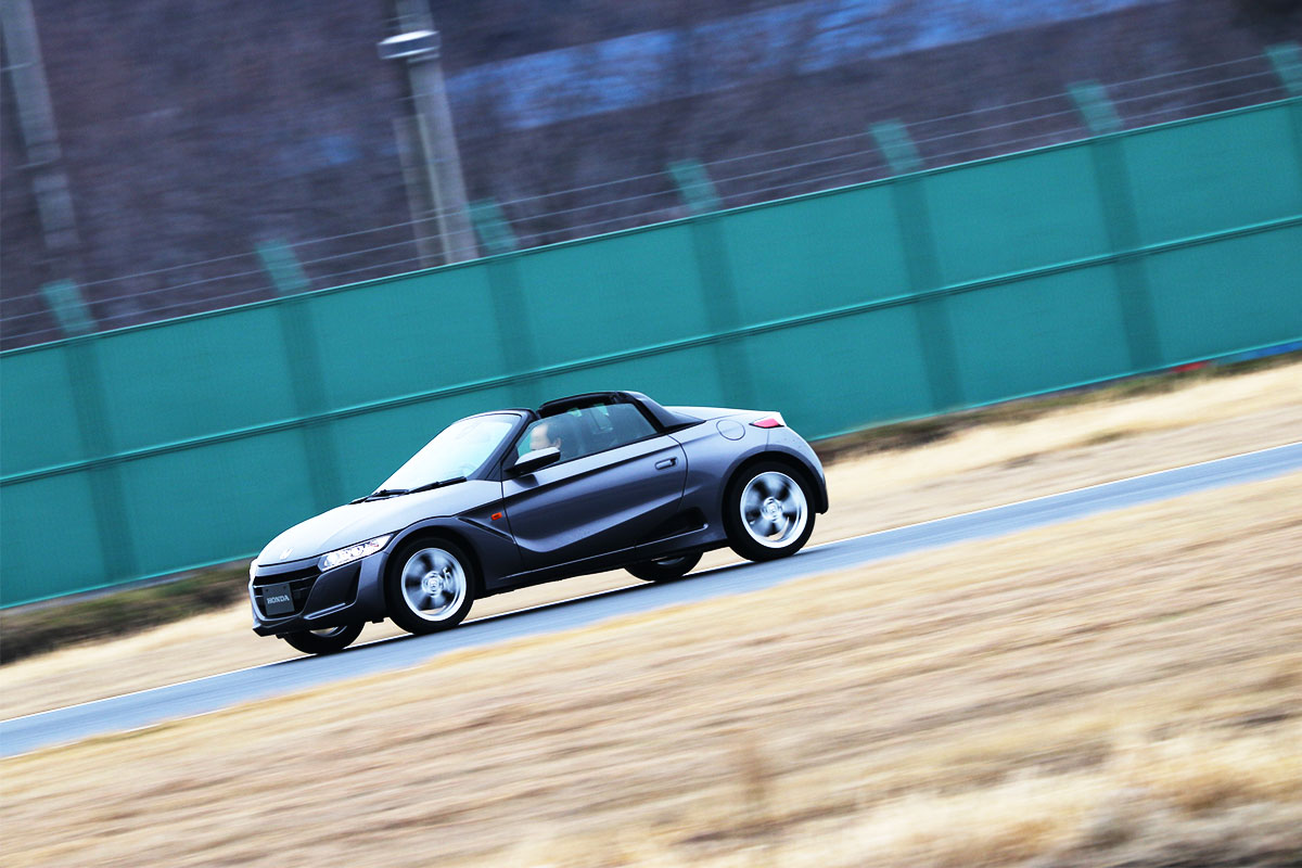 Hondaのオープンスポーツカー「S660」