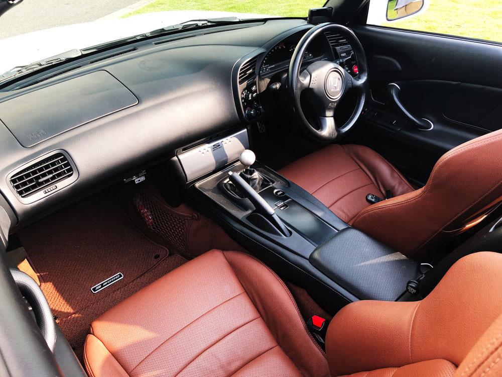 Honda「S2000」の助手席と運転席