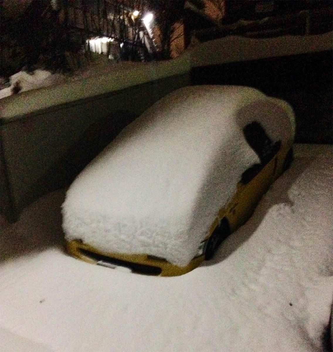 雪に埋もれた澤田さんのHonda「ビート」
