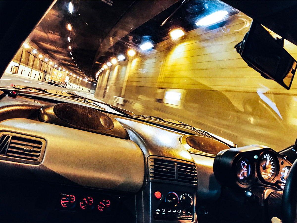 Honda「ビート」からのトンネル風景