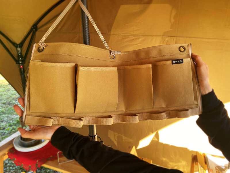 帆布の小物入れSPOONFUL(スプーンフル)のポールポケットを広げている写真