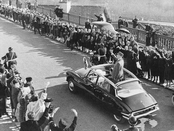 シトロエン・DSに乗るシャルル・ド・ゴール大統領