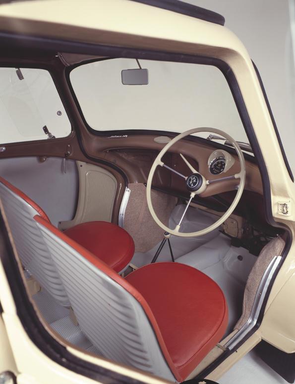 スバル360の運転席