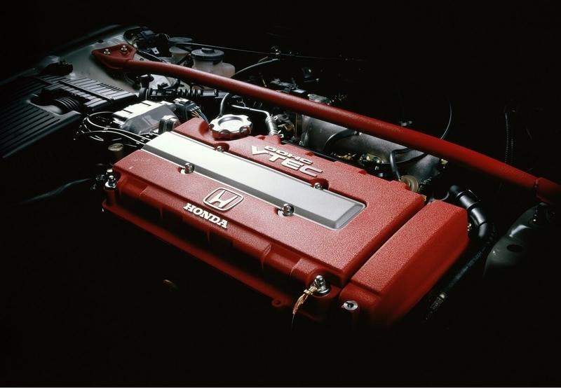 Honda シビック タイプRの1.6L DOHC VTEC + PGM-FI エンジン