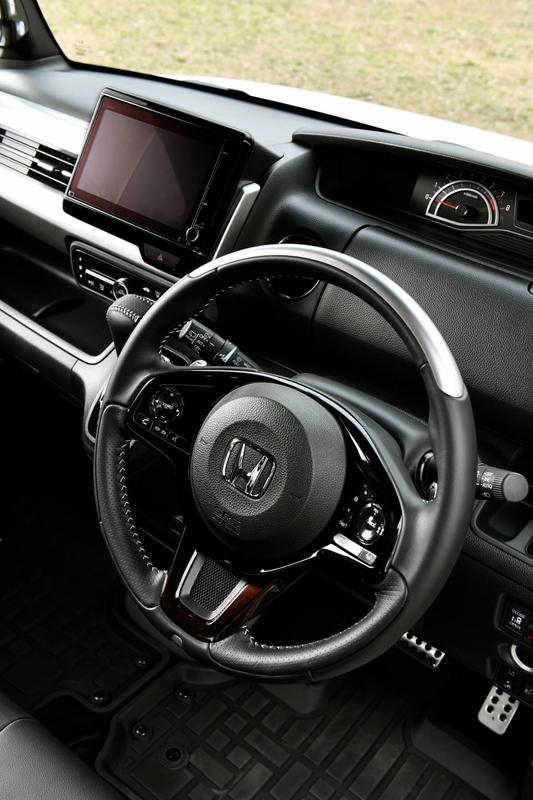 Honda軽自動車N-BOXの純正アクセサリー「ステアリングホイール」