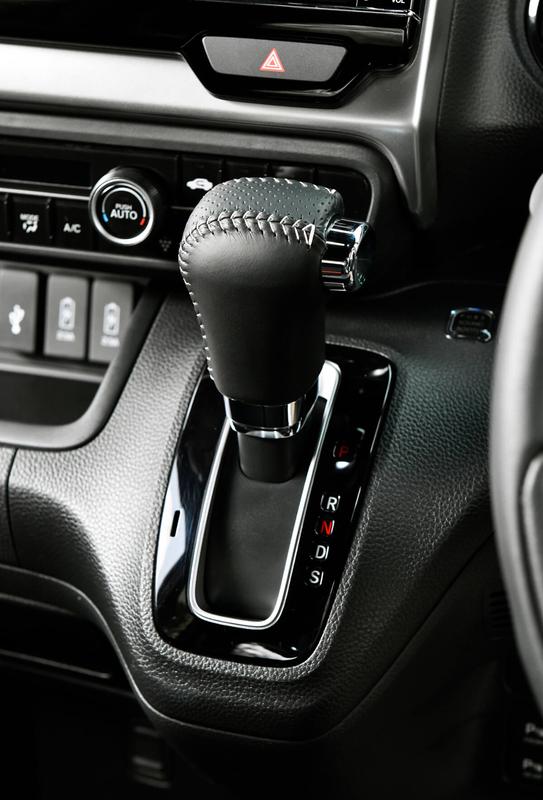 Honda軽自動車N-BOXの純正アクセサリー「シフトノブ」