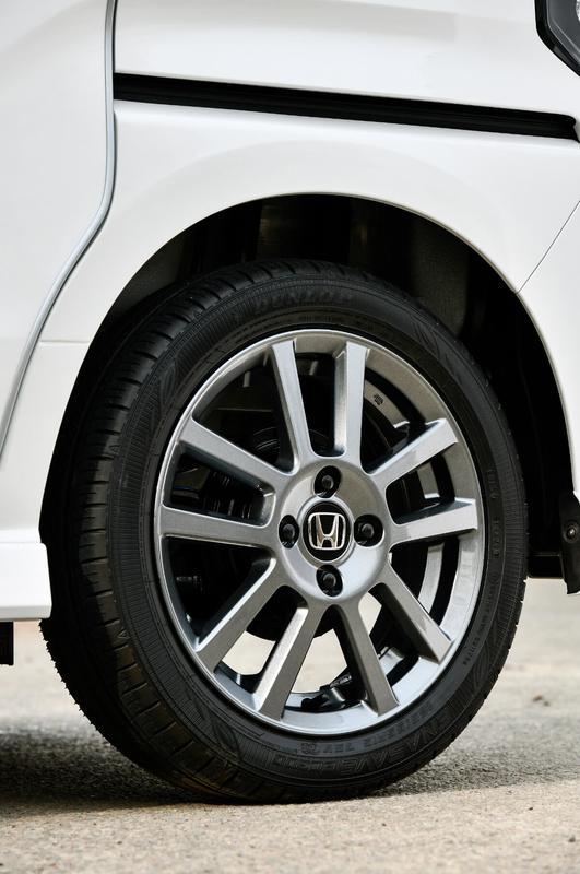 Honda軽自動車N-BOXの純正アクセサリー「アルミホイール 15インチ」