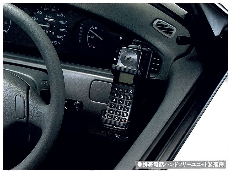 携帯電話ハンドフリーユニット(92年シビックの純正アクセサリーカタログより)