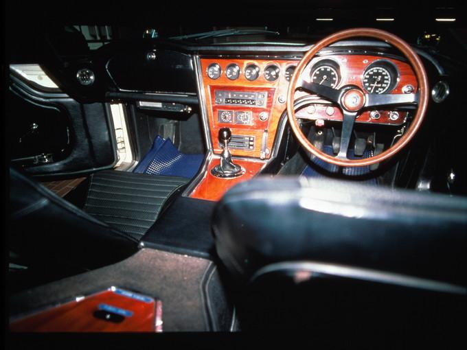トヨタ2000GTの車内インパネ部分の写真