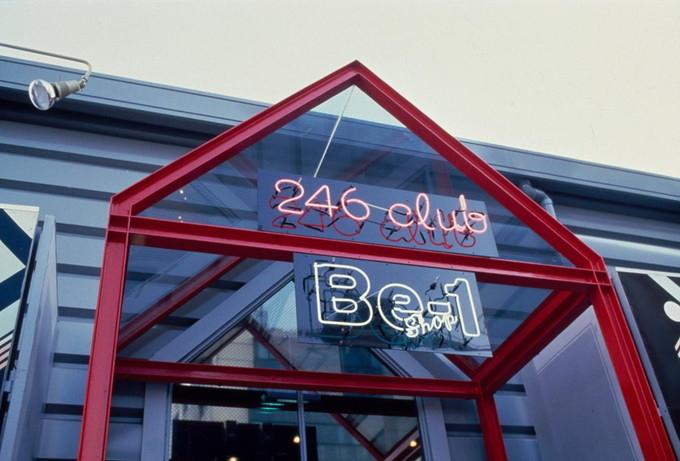 Be-1は、車両だけでなく、さまざまな関連商品も販売された。写真は、東京・青山にあったBe-1ショップ。