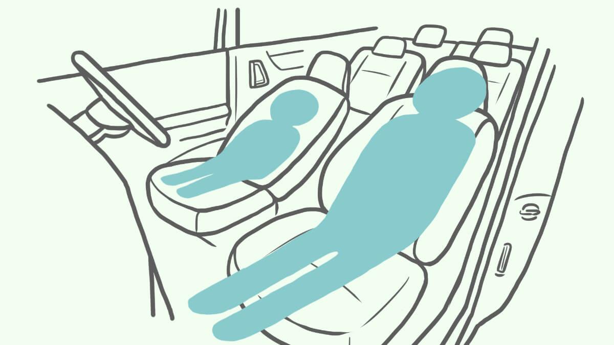 シートのリクライニングのみを使って車中泊する場合のイメージイラスト