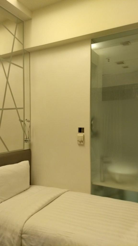 アジアのおしゃれホテルは何故トイレがスケスケなのか問題 女教師aの小