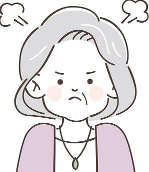 お怒りの高齢女性
