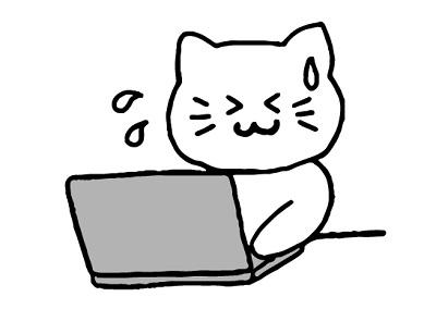 PC前で四苦八苦するネコ