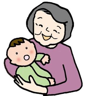 赤ちゃんを抱っこして微笑む高齢女性