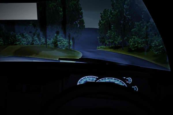 昭和京都の怪談綴りによる深夜の峠道を走る車
