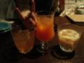 日本酒が無いので日本酒ベースのカクテル(左)