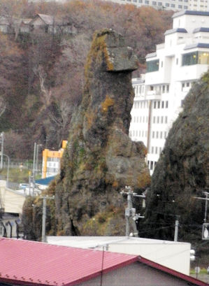 1108_ゴジラ岩横から目線.jpg