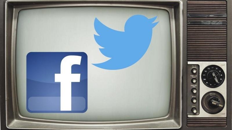 Twitter&Facebook_onTV.jpg