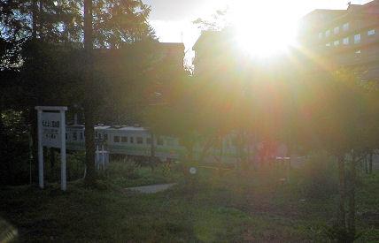 0907_夕陽と普通列車.jpg