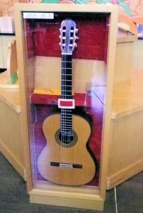 0710_手作りギター.jpg